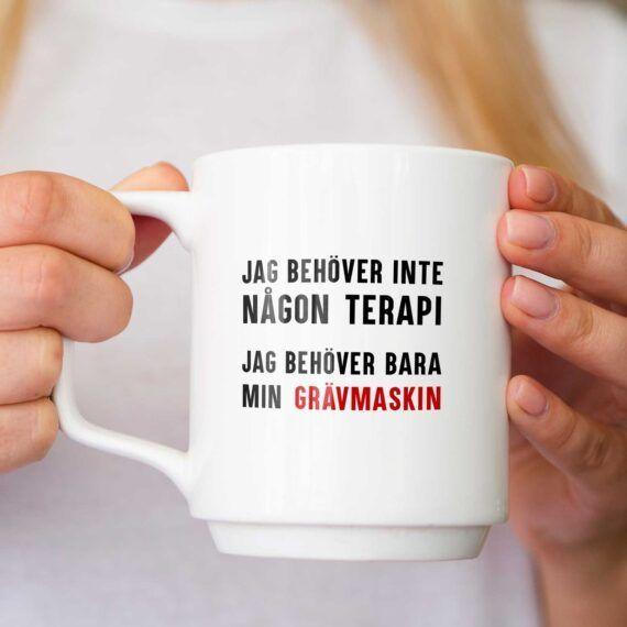 Jag behöver inte någon terapi, jag behöver bara min grävmaskin kopp mugg
